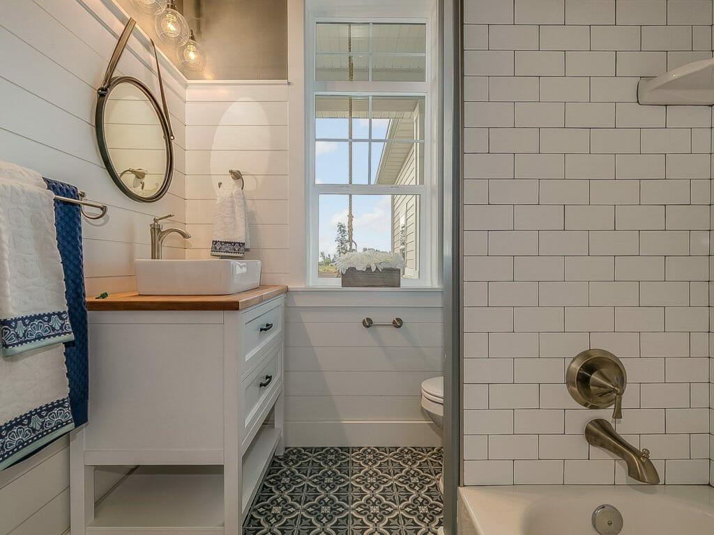 Traditional Light Bathroom